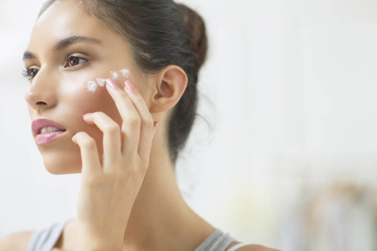 acne ointment pplication
